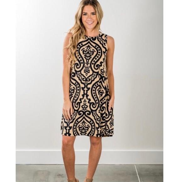Dresses & Skirts - Black and Tan loose fit shift dress